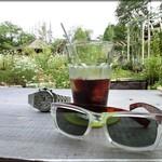 グーチョキパン - ガーデンテーブルで珈琲を・・・