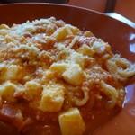 ソルエチェーロ - *モッツラレチーズがこんなに入っているパスタは初めてみましたよ、キップのいいこと。 トマトソースは少し辛味を感じて好みだそう。