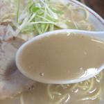 恵比須 - 高蛋白ではありながら高脂肪ではなく、 タレも濃すぎず、エレガントなド豚骨と言った印象を受けました。