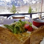 鏡池どんぐりハウス - 3種のチーズとサラダのガレット