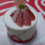 サムシングルージュ - 苺のショートケーキ(¥500-)