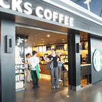 Starbucks - 外観写真:Starbucks Shanghai Pudong Airport T1