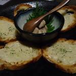 四季の蔵 - 自家製まぐろのツナとアンチョビガーリックトースト
