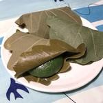 京菓子司 芳治軒 - 料理写真:柏餅(よもぎ粒あん・みそあん)