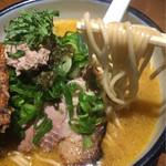 雨は、やさしく - 麺は北海道ラーメンと異なる