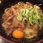 水道橋麺通団 - 肉うどん中 金曜日生卵無料