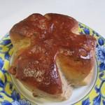 ベーカリーチャンプ - 料理写真:くるみパン130円。