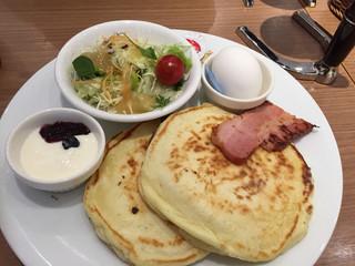 カフェ青山 岡山本店 - パンケーキセット680円
