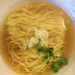 66610480 - ラーメン(塩味)」丁寧に折り重ねて盛った麺と黄金スープ、ネギとカイワレの色味が実に美しい。
