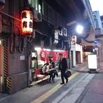 茜 - 阪急のガード下