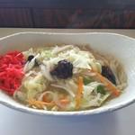 食彩館 - 料理写真:見た目は大層美味しそうな五目焼きそば(塩)