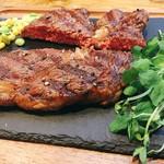 異国精肉店 ザ・アミーゴス GRILL & BBQ - ▲リブアイステーキ300gを2人でシェア@3450