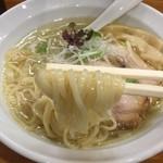 らーめん一宇 - 塩らーめん(750円)麺リフト