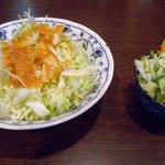 きっちんひとくち - お味噌汁とご飯以外に ハンバーグにはサラダと浅漬け カキフライには浅漬けがつきます