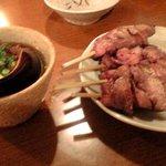 二代目 皐月 - モツ煮とレバー串焼き
