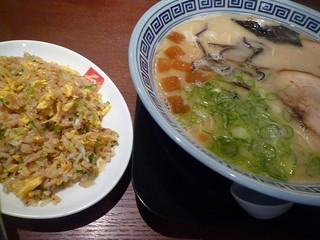 久留米ラーメン清陽軒 諏訪野町本店 - 一番人気!屋台仕込みラーメンと焼めしのセット