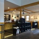 カフェイッポ - 静かな空間、お店の方との距離感もよく。