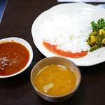 ネパール家庭料理 ホワイトヒマラヤ - ネパールプレートセット¥1000
