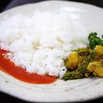 ネパール家庭料理 ホワイトヒマラヤ - トマトペースト&アチャール
