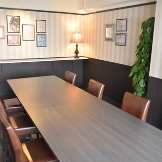 個室は全6部屋最大10名様までご案内可能です。