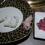 近江牛一頭買い 焼肉 囘 - レアステーキ寿司