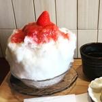 TAKAMIOKAKI - 季節のかき氷、生いちごミルクです。(5/10頃まで)