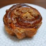boulangerie montagne - 黒糖ロール(170円)