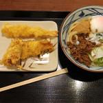 丸亀製麺 - 旨辛まぜ釜玉+海老天+かしわ天