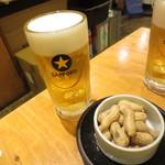 大衆酒場ホームラン食堂 - サッポロ黒生ビール199円