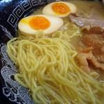 らーめん金伝丸 - 麺接写。