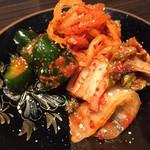 焼肉錦平 - キムチ盛り合わせ