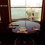 シンフォニー東京湾クルーズ - ラウンジの席