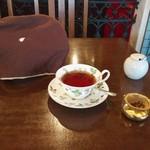 ティーサロンジークレフ - 紅茶はたっぷりポット3杯分♫