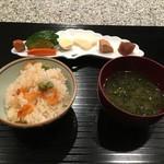 菅井 - 2017/5 釜飯 桜海老とグリーンピース
