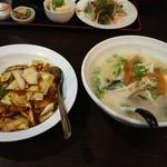 美味亭 - 料理写真:豚骨ラーメンと回鍋肉飯セット