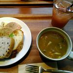 モキチ ヴルスト カフェ - 料理写真:
