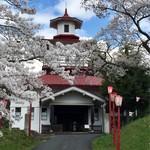 66642457 - おまけ…岩手県指定有形文化財「岩谷堂共立病院」と桜♬