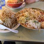 66643622 - 取り皿に野菜を移動した場面。どんだけあるんだと言うほどの量の野菜である。