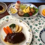 堂ヶ島温泉ホテル - 子ども用の料理は、ハンバーグ、チャーハン、その他