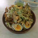 峠のうどん屋 藤屋 - 手打ち野菜天ぷらうどん \600