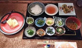 四季料理 学校 - 平日ランチ1000円