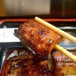 66649496 - 何と言ってもこの香ばしさが関西風の魅力。身の表面や皮がパリっと焼けています。