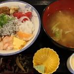 魚啓 - お任せ丼(980円)