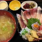 魚啓 - 日替わり丼(1300円)