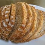 66650097 - スライスしててハーフで売ってるいいパン屋