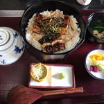 なまずや - 料理写真:ひつまぶしランチ(1,730円税込)、茶碗蒸し、お吸い物、香の物、薬味、茶漬け用出汁が付きます