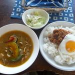 黒魔術 - うらワザ ひき肉ライス大盛 スープ普通 サラダチョイス