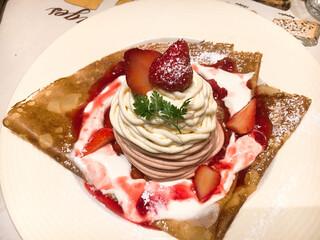 シャンデレール - 苺とホワイトチョコの2色のモンブランクレープ(^ ^)