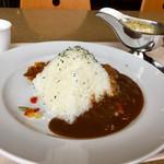 カフェテリアレストラン ワールド - ピラミッドカレー(ルーを少しかけたところ)