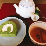 66654847 - 抹茶ロールケーキ